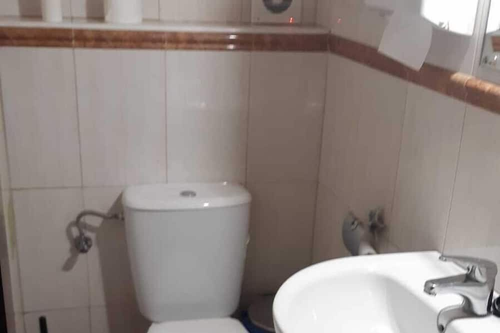 Bed in 4-bedded Mixed Shared Dormitory - Bathroom Sink