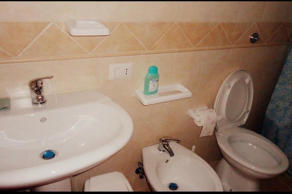 Kamar Quadruple Keluarga, teras - Kamar mandi