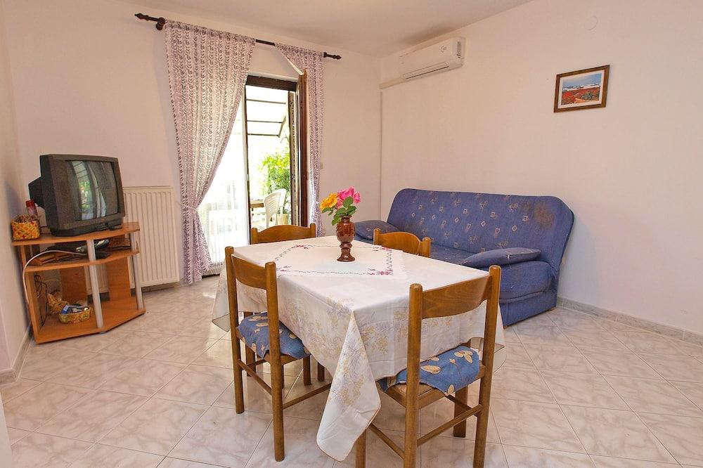 Standard Apartment, 1 Bedroom (108/216) - Living Area