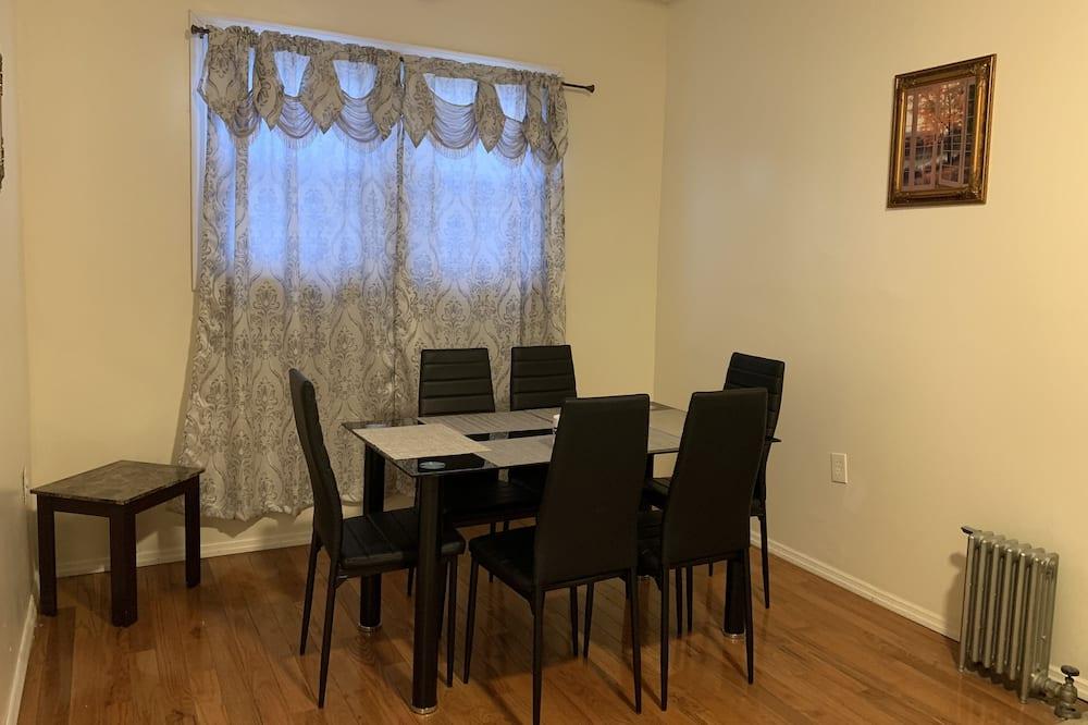 Tradicionāls dzīvokļnumurs, divas guļamistabas - Numura ēdamzona