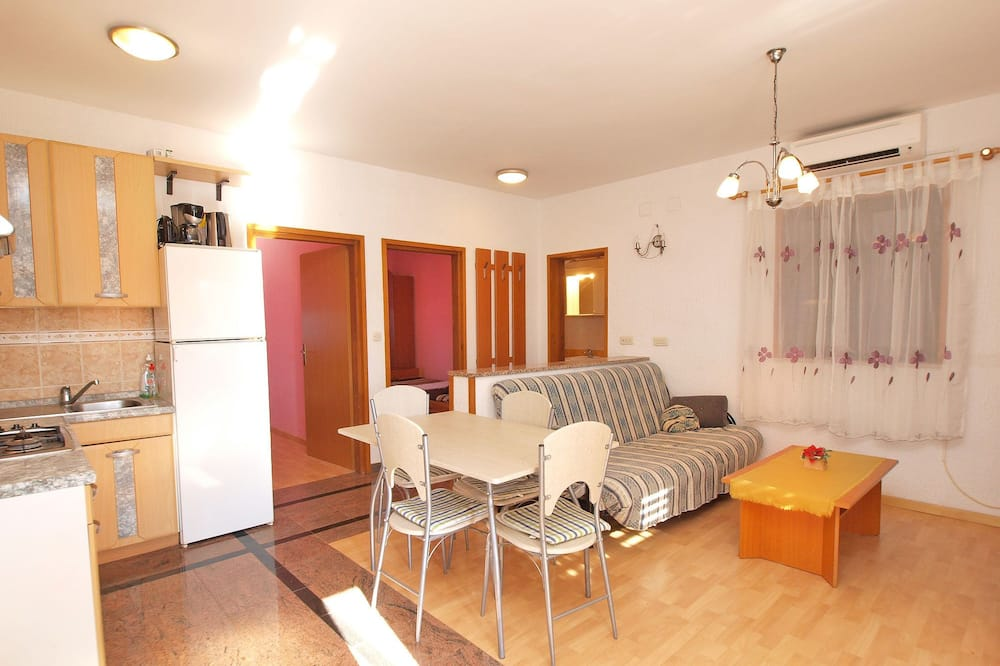สแตนดาร์ดอพาร์ทเมนท์, 2 ห้องนอน (879/2052) - พื้นที่นั่งเล่น