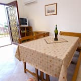 Standard Apartment, 2 Bedrooms (1001/3281) - In-Room Dining