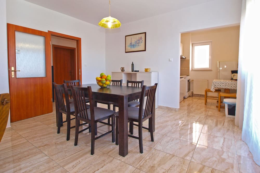 Standard Apartment, 2 Bedrooms (1077/6438) - In-Room Dining