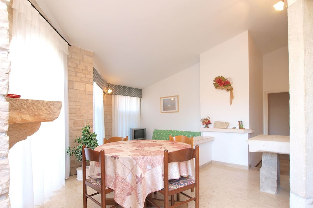 Standard Apartment, 2 Bedrooms (1510/14940) - In-Room Dining