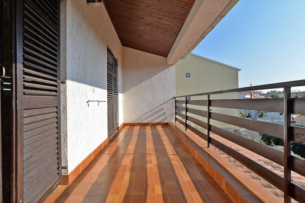 Standard Apartment, 3 Bedrooms (0402) - Balcony