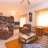 Standard Apartment, 3 Bedrooms (0402) - Living Area