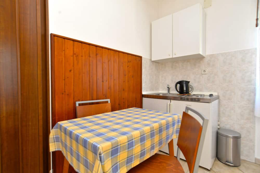 Standard Apartment, 1 Bedroom (1633/16827) - In-Room Dining