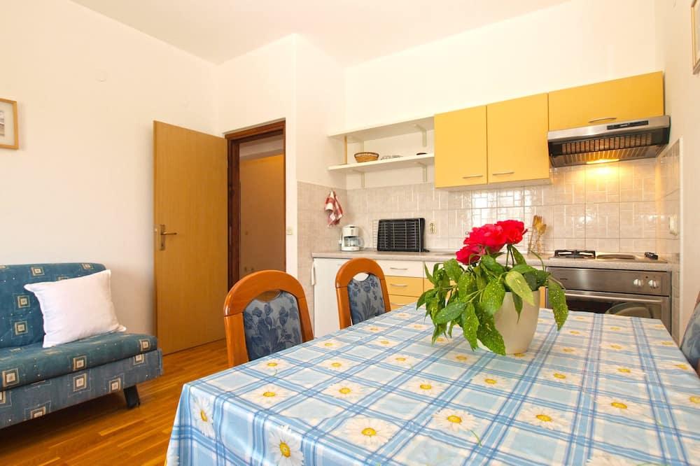 Standard Apartment, 2 Bedrooms (1652/17134) - Tempat Makan dalam Bilik