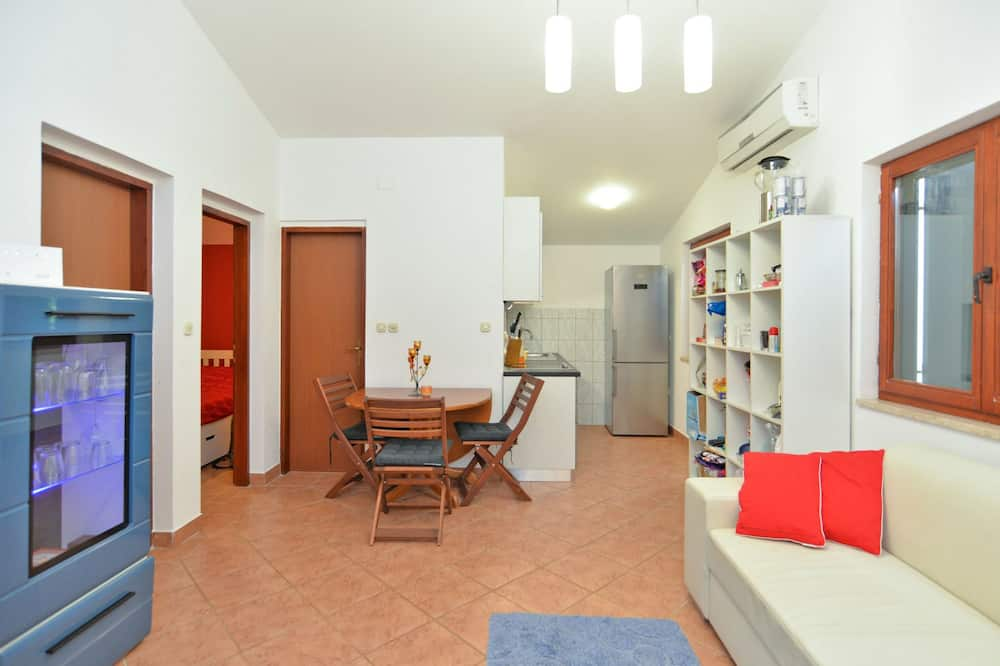 Standard House, 2 Bedrooms (0445) - Living Area