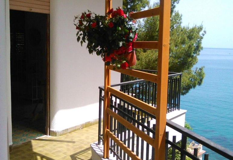 Apartment With 2 Bedrooms in Torre Colonna-sperone, With Enclosed Garden and Wifi, Altavilla Milicia, Terrazza/Patio