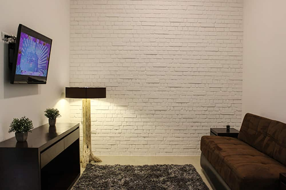 Luxury Suite, 2 Bedrooms, Non Smoking - Television