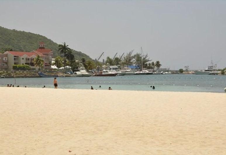 Marchabell by the Sea E22, Ocho Rios, Beach