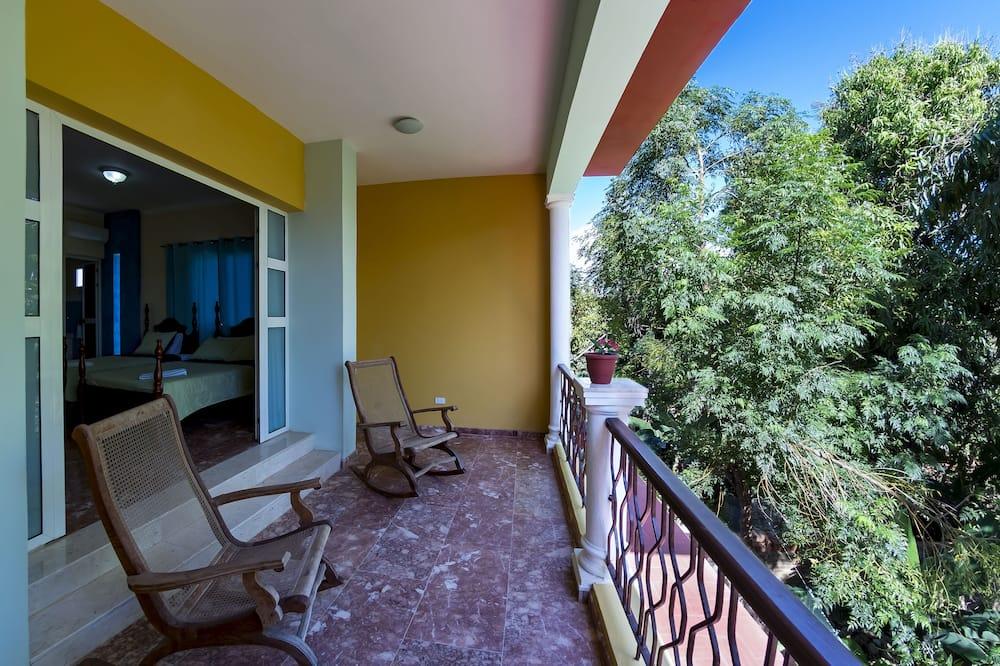 Dobbeltværelse - flere senge - udsigt til gårdsplads - Altan