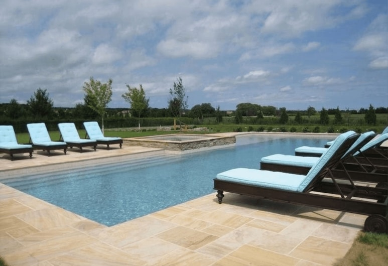 Villa Nectar - Heated Pool & Spa With Patio, Southampton, Outdoor Pool