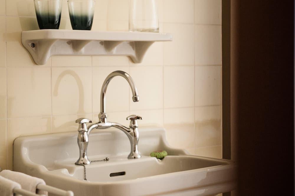 Room, Multiple Beds, Shared Bathroom - Bathroom Sink