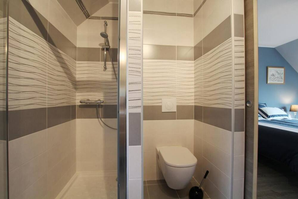 Room (Mont St Michel) - Bathroom