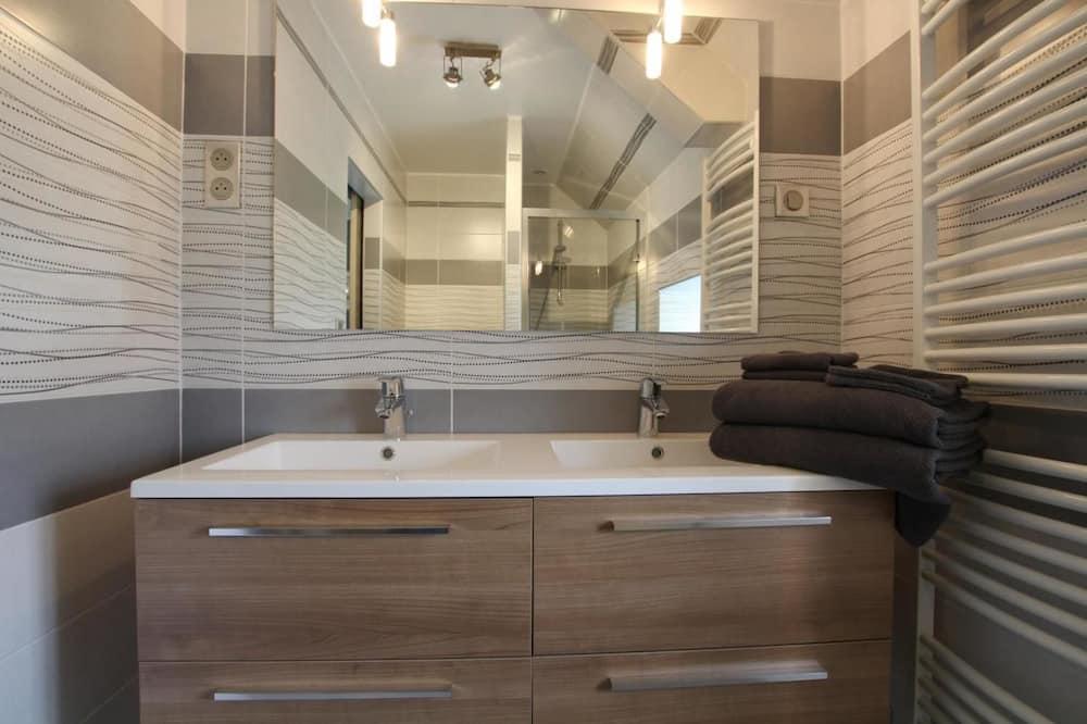 Room (Chausey) - Bathroom Sink