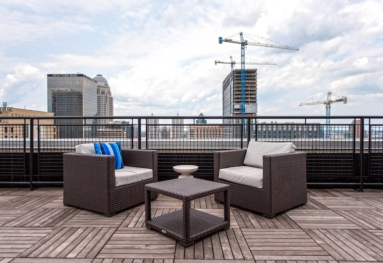 Downtown Convenience, Breathtaking Rooftop Views!, Louisville, Balcony