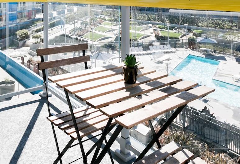 Abode Los Angeles - Marina Del Rey/Venice Beach, Marina del Rey, Lägenhet - balkong - utsikt mot poolen, Balkong