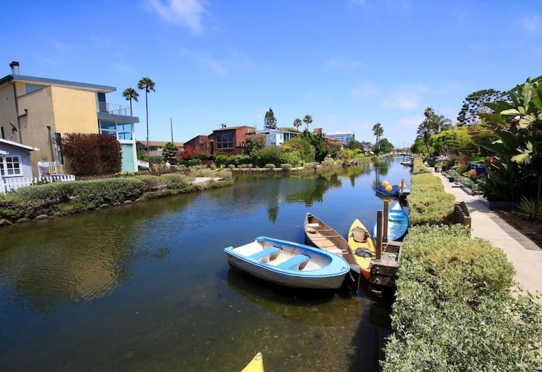 Steps to the Beach! 4 Beds & 2 Bdrms+pool/gym/spa, Marina del Rey, Lake