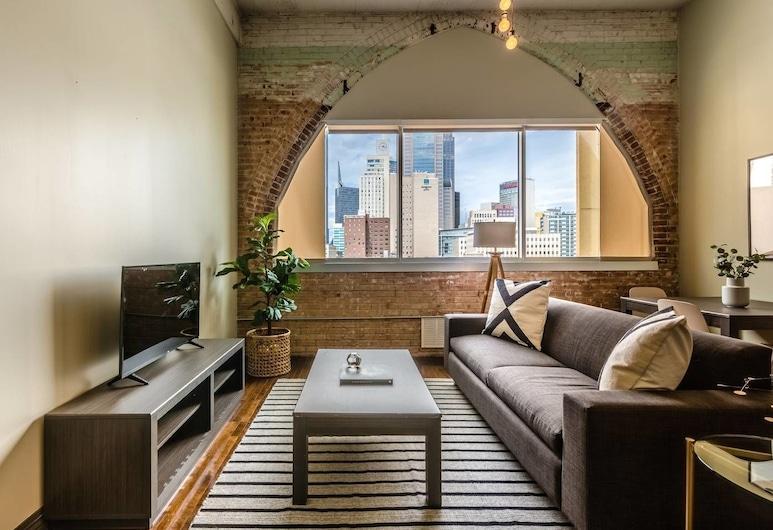 Cozy 1 Bedroom Apartment Overlooking Downtown, Dallas, Living Room
