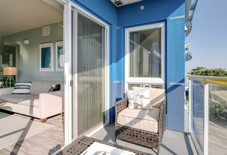 Bright Designer Apartment With Sunset Views and a Pool, Marina del Rey, Balkong