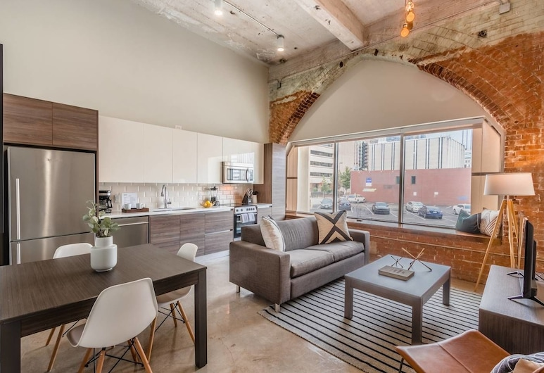 Stylish & Walkable 2 Bdrm in Heart of Downtown!, Dallas