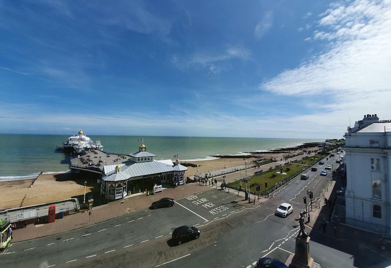 The Pier Hotel, Eastbourne, Pláž