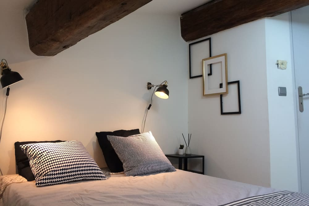 Double Room, Non Smoking, Shared Bathroom (A) - Guest Room
