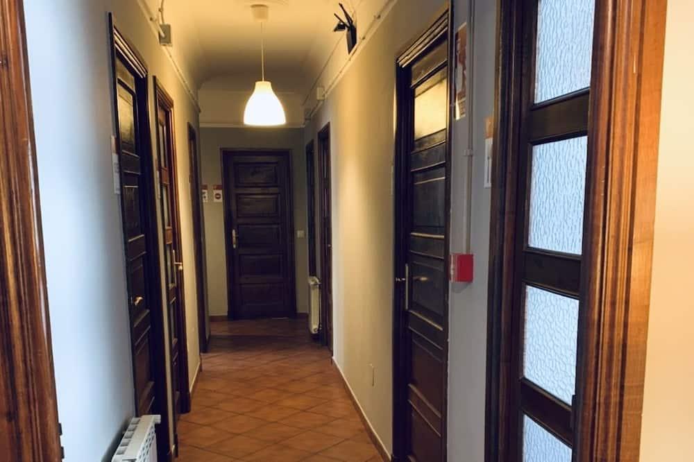 Twin Room, Shared Bathroom - Living Area