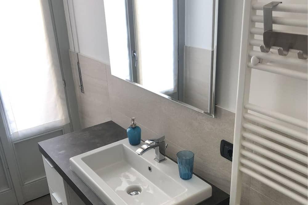 סטודיו, מרפסת - חדר רחצה