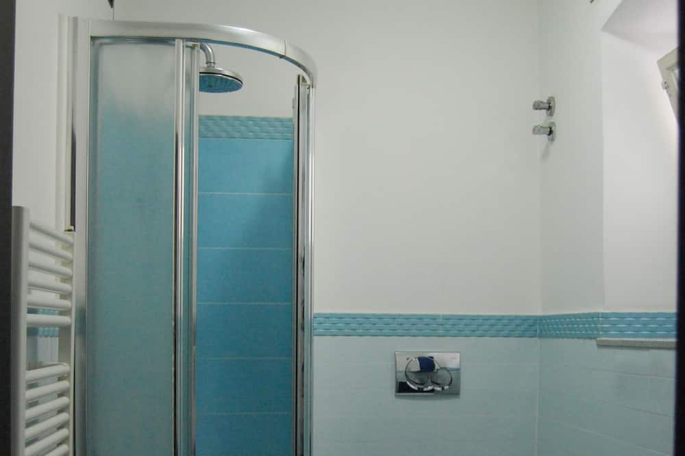 Single Room, Shared Bathroom (Blu) - Bathroom
