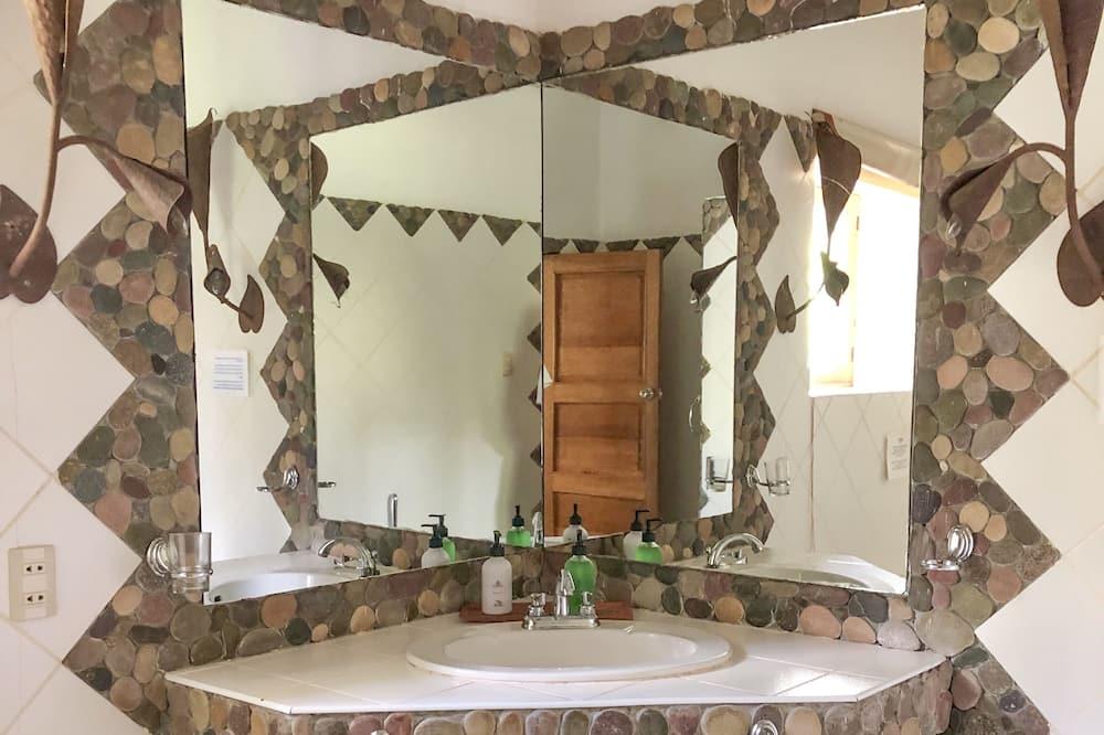 Standardna dvokrevetna soba, zajednička kupaonica - Kupaonica