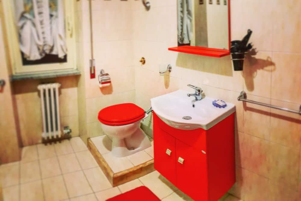 Négyágyas szoba, privát fürdőszoba (Camera Estate) - Fürdőszoba
