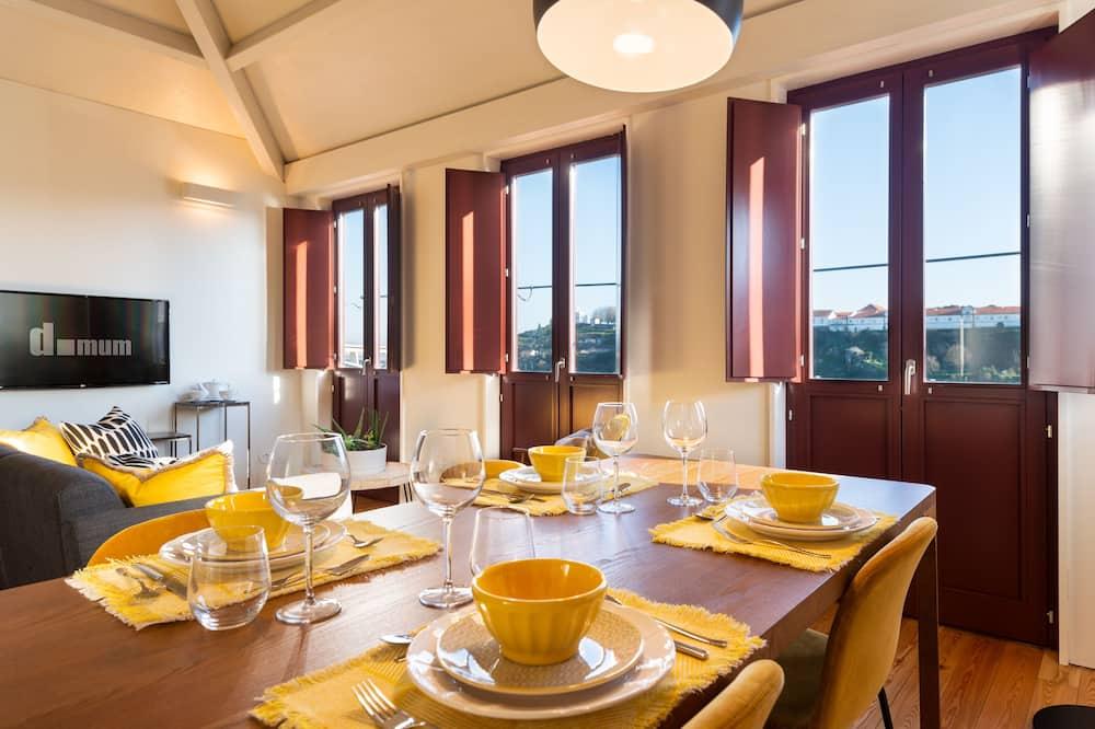 Apartmán s panoramatickým výhľadom, výhľad na rieku - Stravovanie v izbe