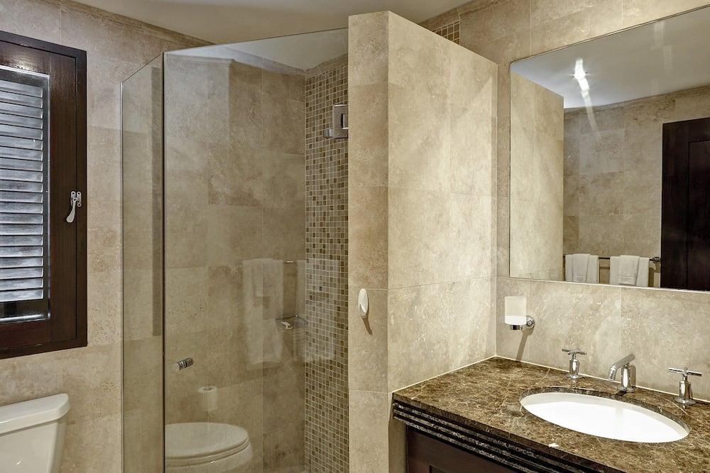 Deluxe Apartment, 3 Bedrooms, Non Smoking - Bathroom