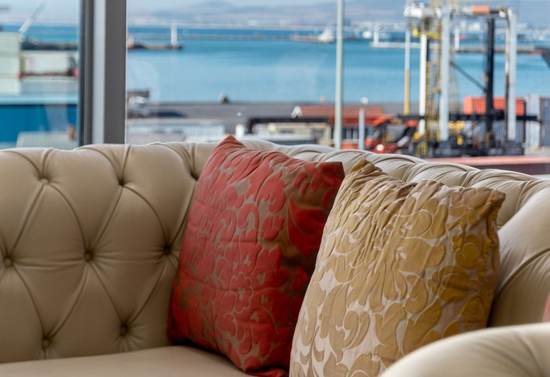 V&A Waterfront Collection - WHosting, Cape Town, Presidential Apartment, 2 Bedrooms, Kitchen, Ocean View, Living Area