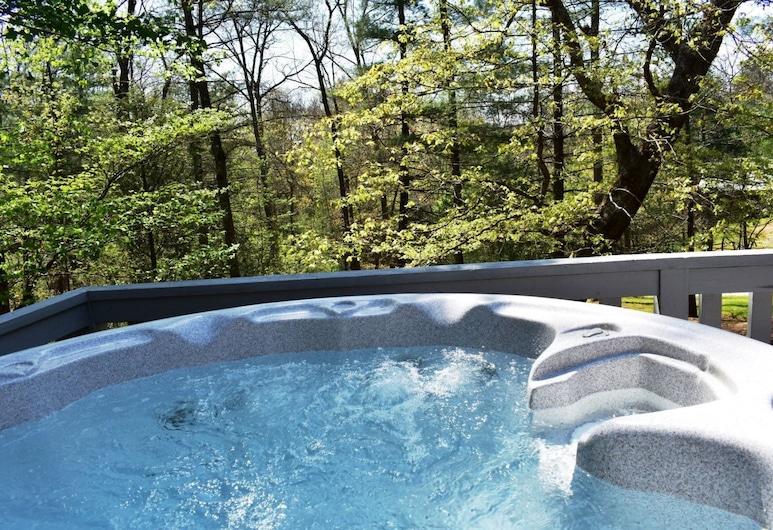 Appalachain Escape, Morganton, Outdoor Spa Tub