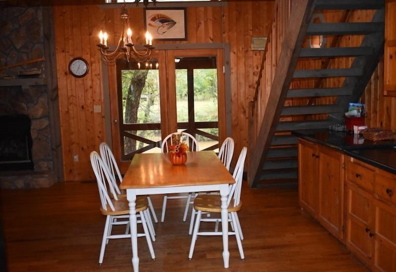 Fish Trap Cabin, Mineral Bluff, In-Room Dining
