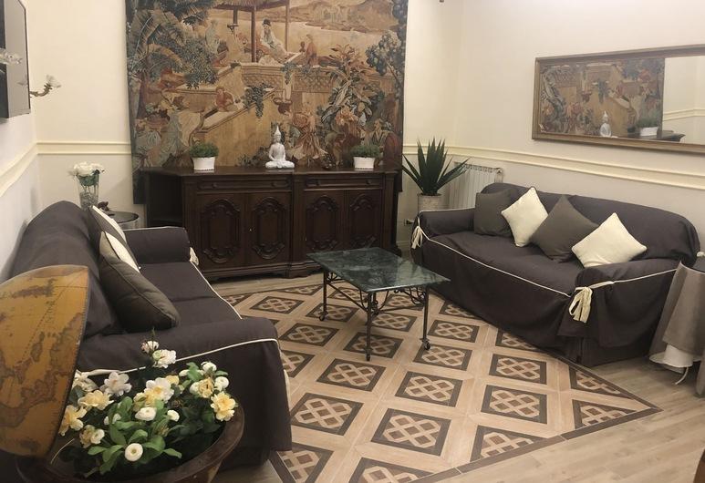 Elegant Apartment in heart of Bologna, Bolonija