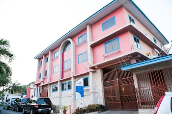 Picture of Maxwell Court Apartments  in Accra