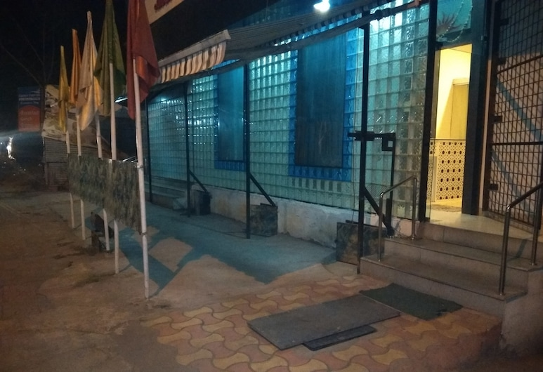 JK Rooms 123 Hotel OrangeLeaf, Nagpur, Mặt tiền khách sạn - Ban đêm