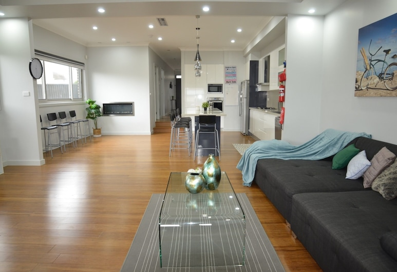 Newly Built and Spacious Home, Fairfield Heights