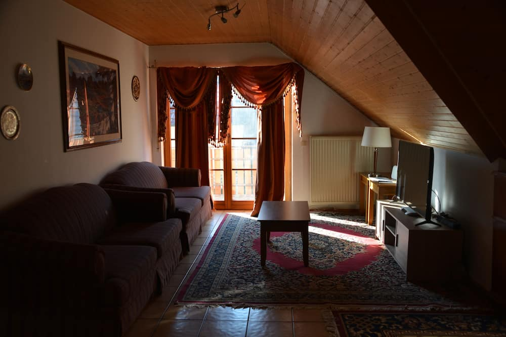 Comfort Double Room, 1 Bedroom, Shared Bathroom, Mountain View - Living Area