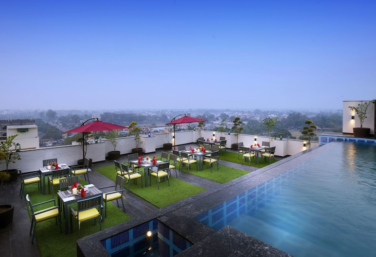 Hotel Royale Regent, Agra, Pool