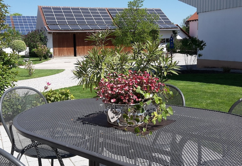 Gästehaus Lohauserhof, Roehrmoos, Terrace/Patio