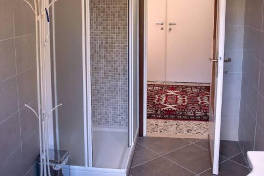 Comfort Double Room, Multiple Beds, Shared Bathroom (Girasoli) - Bathroom