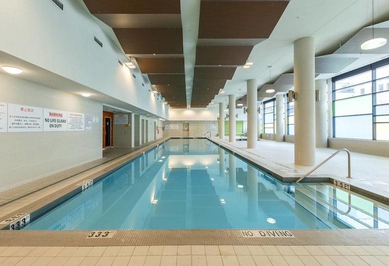 Convenient 2bdr 2BA Richmond Centre Condominium, Richmond, Pool