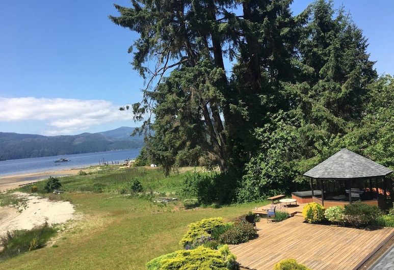 B - Sechelt Private Coastal Home, Sechelt, Property Grounds