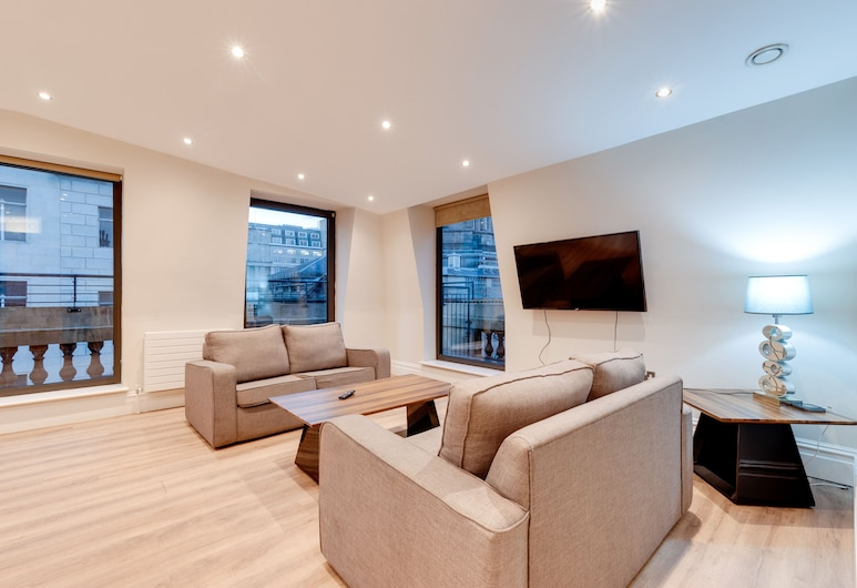 1 Water Street Apartments, Liverpool, Deluxe Penthouse, City View, Living Area